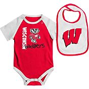 Colosseum Athletics Infant Wisconsin Badgers Red/White Rookie Onesie and Bib Set